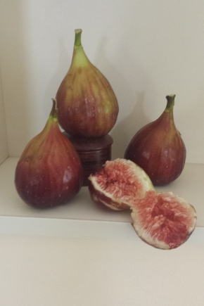 Fabulous Figs with Chocolate Nut Meringue